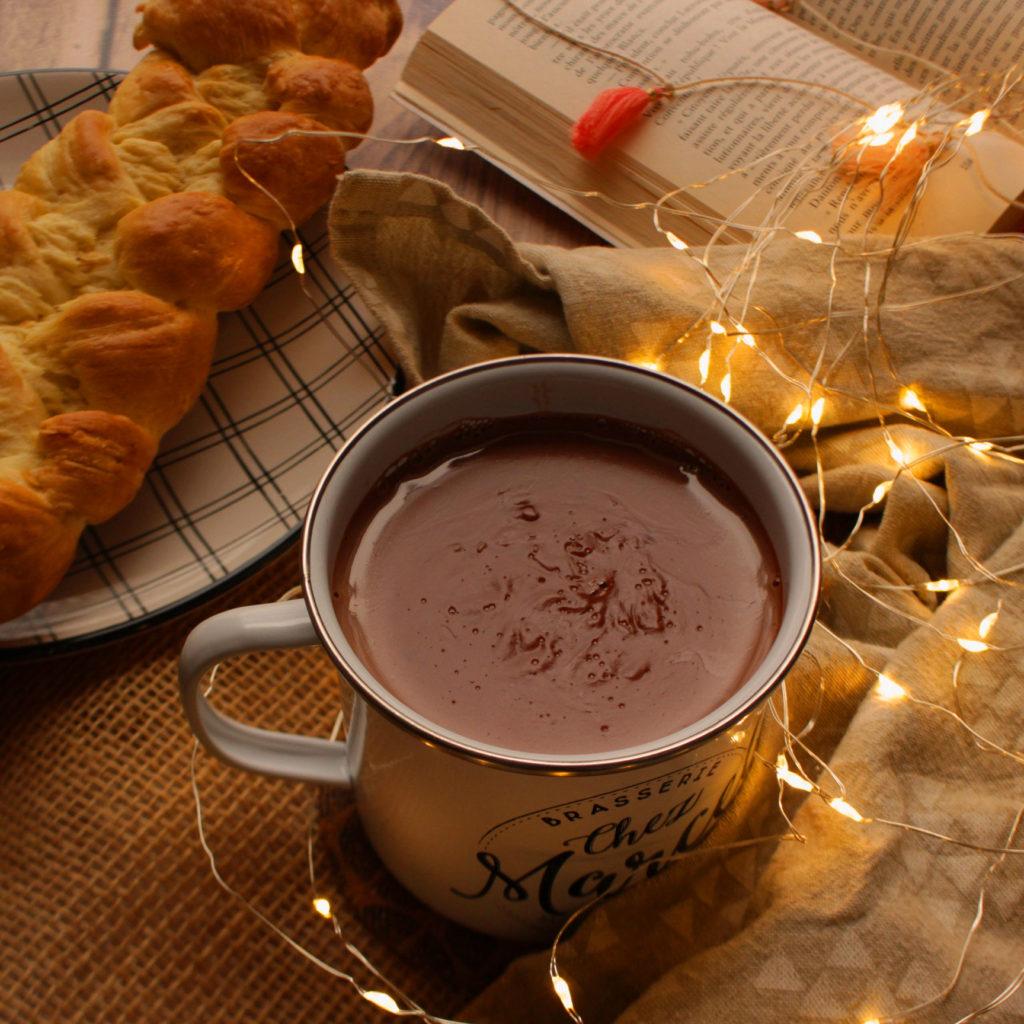 tasse de chocolat chaud à l'antillaise